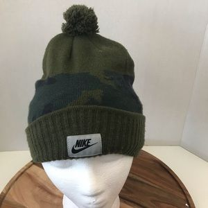 Nike Mens Nike Camo Pom Beanie Hat Winter Dark Gre
